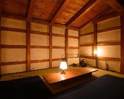蔵を活用したソファ席やお茶会も開くことができる座敷もご用意。