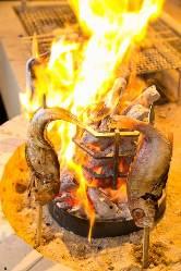 【炉端焼き】 芳ばしい香りが食欲をそそります