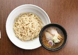 15時間掛けて作った濃厚スープと国産小麦の自家製太麺が旨い!