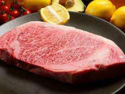 肉好きな店主が作る鉄板焼が自慢!