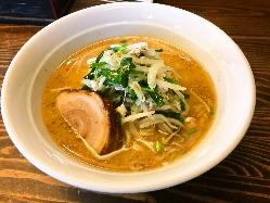 鶏ガラと野菜をじっくり炊いた「あっさりだけど旨い!」スープ!