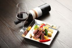 日本酒やワインとのマリアージュを楽しめる料理を豊富にご用意。