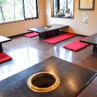 当店はテーブル席はもちらん、お座敷席をご用意しております。