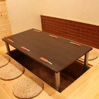カウンター、テーブル席ともに全席掘りごたつ席。