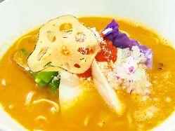 【鶏白湯トマトsoba】 トマトとチーズのイタリアンなラーメン。