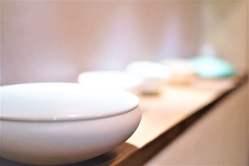 料理をのせる器やインテリアにもこだわり、居心地のいい空間