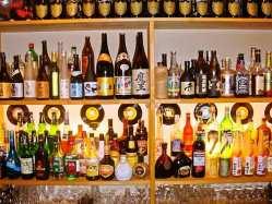 ビールやカクテル、ワインなどドリンク140種以上を取り揃え◎
