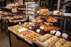 種類豊富な焼きたてパン