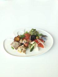 地元加賀の野菜など、旬の素材を使ったメニューを ご用意