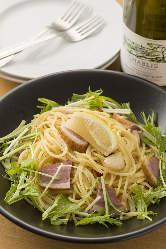 しゃきしゃきな水菜の食感と柔らかい合鴨肉のパスタもおすすめ!