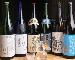 「立山」や「梵」など料理を引き立たせる北陸の地酒を取り揃え