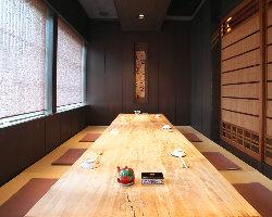 和の趣溢れる空間でごゆっくりお食事をお楽しみください