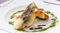 地元の新鮮な海鮮を使用したお料理もございます