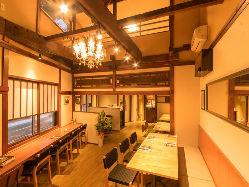 【木の温もり感じる空間】 古民家を改装した落ち着いた店内