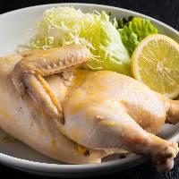 【自慢の蒸し鶏】 カレー風味のジューシーな逸品をお試しあれ