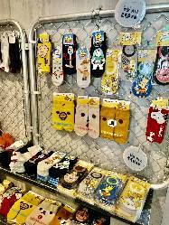 新設された「韓国コスメ&靴下雑貨」コーナーは連日賑ってます!