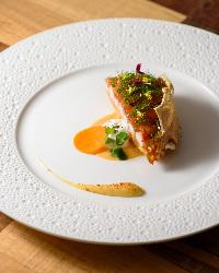 香箱蟹や毛蟹など北陸の冬を代表する食材もコースの一皿に