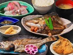 お刺身、丼、天ぷら、煮魚、お寿司、焼魚など豊富な定食メニュー