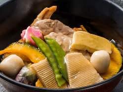 金沢の名物【治部煮】など郷土料理もご用意しております。