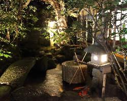 【日本庭園】 お食事と一緒にお楽しみください。