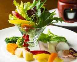 色とりどりの能登の野菜が楽しめるバーニャカウダーもぜひ