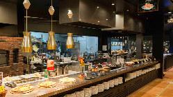 広々とした空間でゆったりとしたお食事をお楽しみください