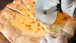 本格的なピザ窯で焼き上げた絶品ピザ