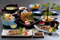 天然鮎料理は6月1日~10月末まで