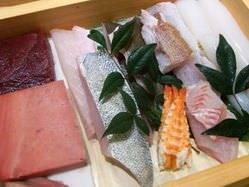 新鮮な魚介でにぎるおいしいお寿司をご堪能いただけます。