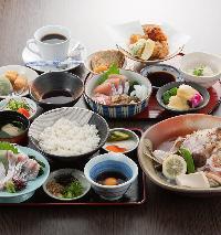 じゃこ天や小ふぐの唐揚げなど愛媛の郷土料理が楽しめるコース!