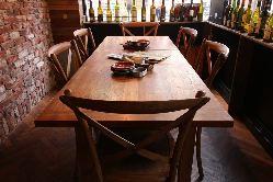 1階では最大16名様までテーブルを繋げてご利用になれます。