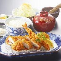鶏、豚、海老を一度に!「盛合せ膳【梅】/1,390円(税抜)」。