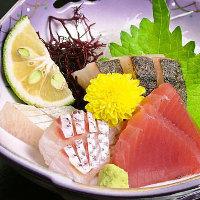 <刺身>プリプリの食感と凝縮された魚の旨みを感じられる一品。