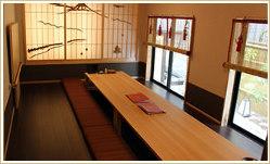 慶事や法事、接待にもお使いいただける和の完全個室を完備