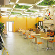 店内は明るく開放的!直売所隣接カフェです♪