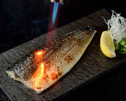 お魚好きにたまらない!『炙り〆サバ』人気のメニューです