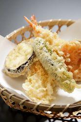 サクサクの天ぷらはうどんと相性バッチリ◎天丼もおすすめ♪
