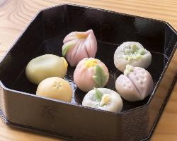 旬の食材を使用した日本料理による上品なコースをご提供