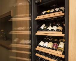ワインや愛媛の地酒にこだわり、豊富に取り揃えているドリンク
