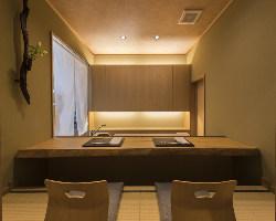 掘りごたつ席個室完備。接待やハレの日に最適な空間です