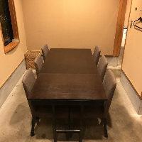 人数に会わせてアレンジ可能なテーブル席