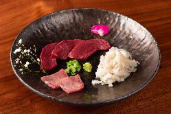 日本風の盛り付けは食器に至るまでこだわりあります。