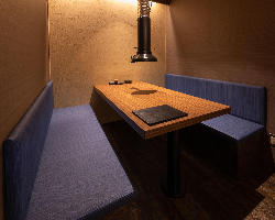 6名様用のカーテンで仕切られたテーブル半個室席。