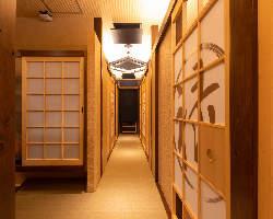 店内廊下は畳で和の趣を感じられる雰囲気です。