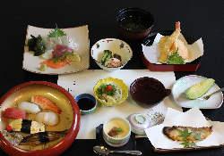 当店和食コースは2時間飲み放題3100円~ご用意できます。