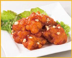 から揚げを甘辛ソースで絡めた韓国風唐揚げです!