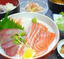 刺身は鮮度がいのち。瀬戸内の新鮮魚介をご堪能あれ♪