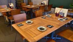 少人数宴会にも最適なオシャレなテーブル席。