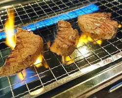ふっくら焼きあがった牛タンは旨み凝縮され食感も良い。