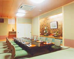 数寄屋造りのお部屋が遠来の友や招待客の方々を優しく迎えます。